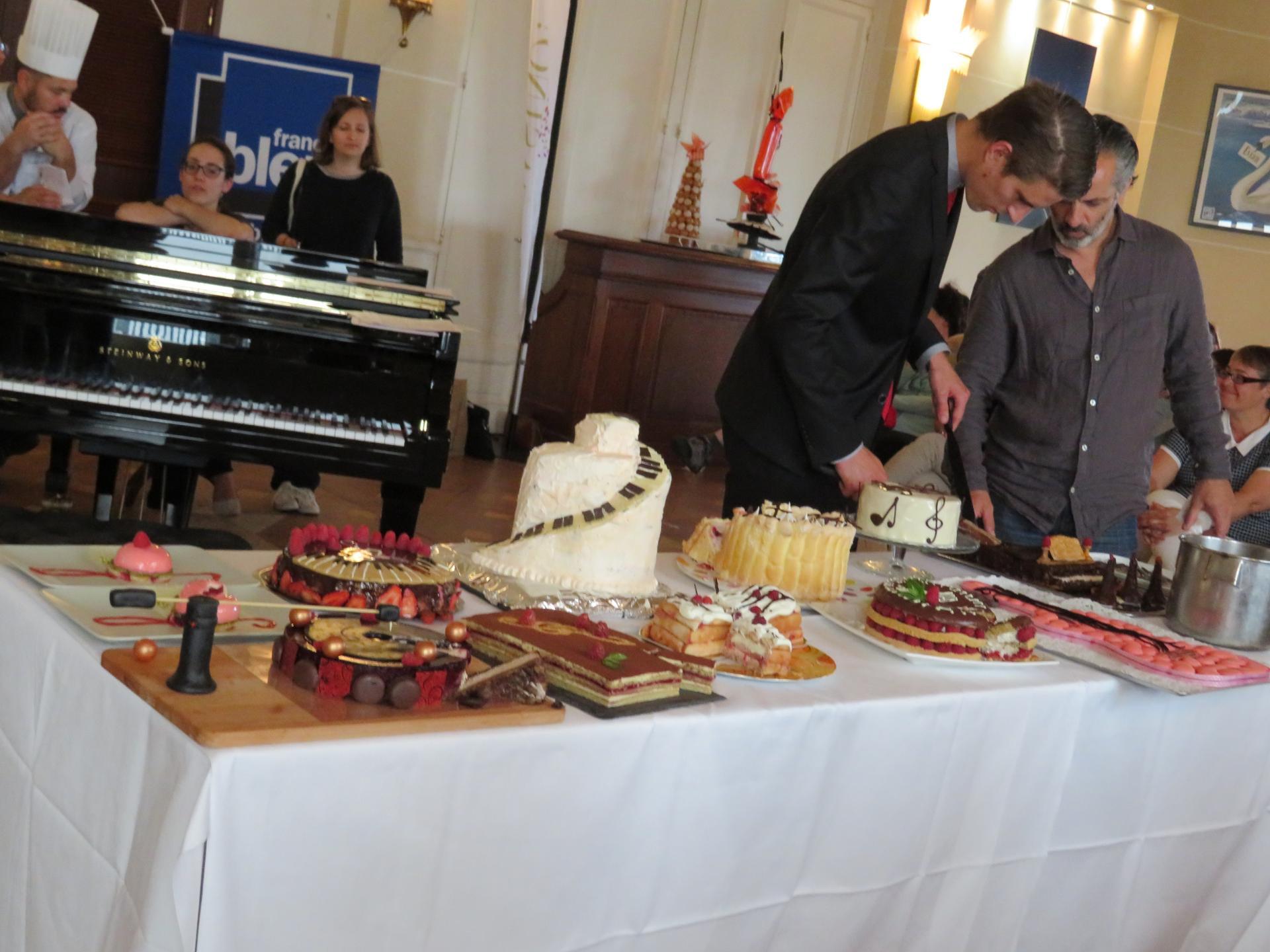 Découpage des pâtisseries du concours des amateurs